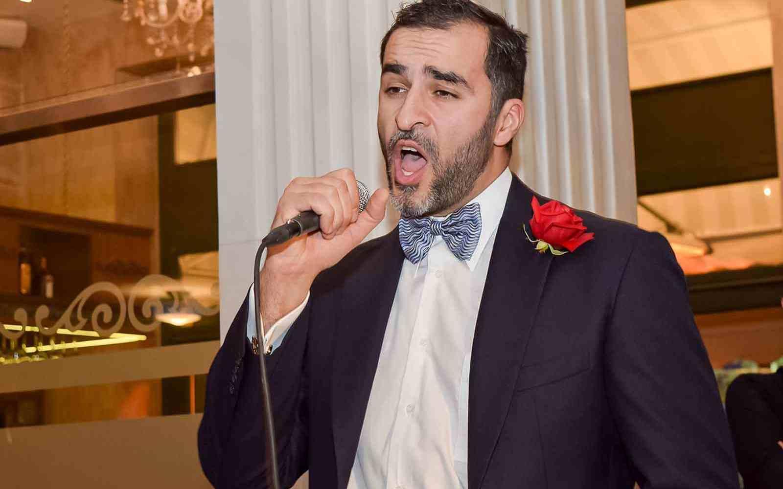 Νικόλας-Καραγκιαούρης-τραγουδαει-οπερα-στην-εγυπα