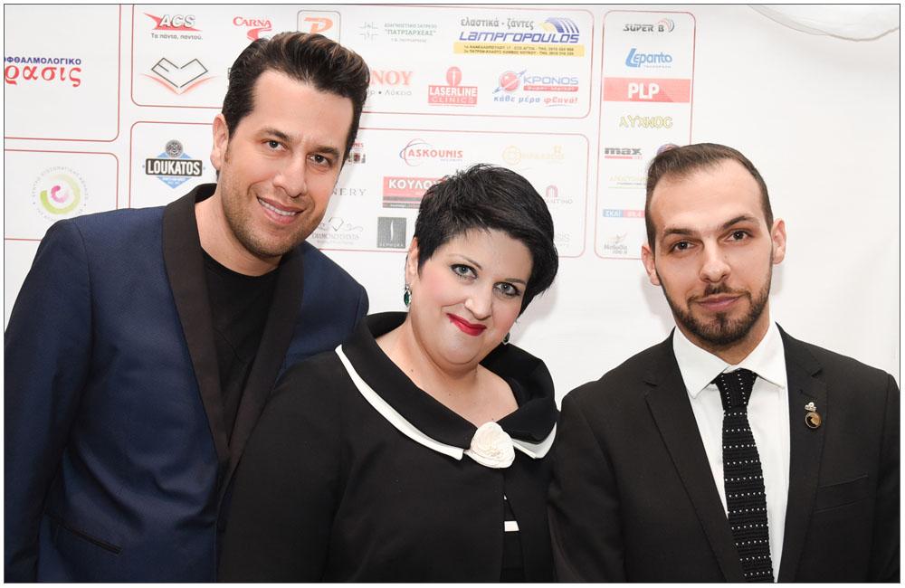 Η Πρόεδρος Άννα Μαρία Ρογδάκη πλαισιωμένη από τον κ. Χάρη Σιανίδη ιδιοκτήτη της εταιρείας Beautiful People PR και τον κ. Γιώργο Παπαδημητρακόπουλου υπεύθυνο Τύπου και Δημοσίων Σχέσεων της Ε.ΓΥ.ΠΑ.::::The President Anna Maria Rogdaki next to mr. Harry Sianidi owner of the company Beautiful People PR, and mr. George Ppadimitrakopoulo responsible for Press and Public Relations OF THE Patras Women Union