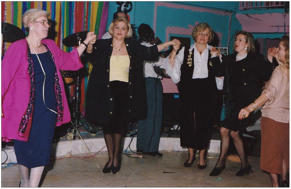 Ο καθιερωμένος χορός από το Δ.Σ.::::The dance from the board