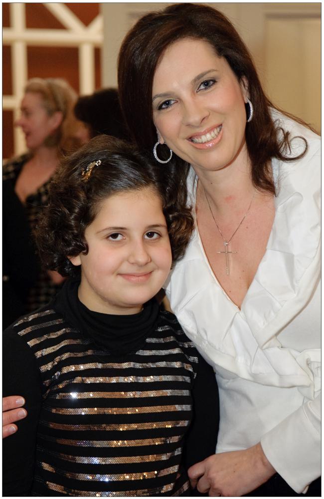 Η μικρή Θεοδώρα, κόρη της Προέδρου με την κα Ιωάννα Γκανά::::Little Theodora, President's daughter with mrs Ioanna Gkana