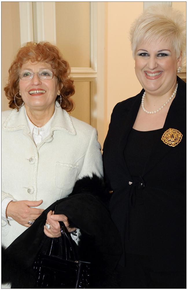 Η Πρόεδρος του Δημοτικού Συμβουλίου της Πάτρας κα Κατερίνα Κουμπουρλή με την κα Άννα Μαρία Ρογδάκη::::The President of the Municipal Council of Patras mrs Katerina Koumpourli with mrs. Anna Maria Rogdaki