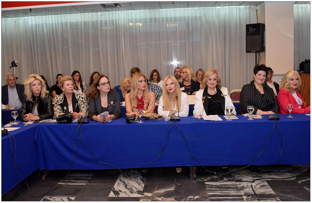 Έλενα Κονιδάρη, Μαριάννα Σταματιάδου, Τέτη Μαμούρη, Δέσποινα Γαβαλά, Βίκυ Σφακιανάκη, Βούλα Σαραντάρη, Άννα Μαρία Ρογδάκη, Ρία Πρίνου (από αριστερά)::::Elena Konidari, Marianna Stamatiadou, Ttei Mamouri, Despoina Gavala, Viki Sfakianaki,Voula Sarantari, Anna Maria Rogdaki, Ria Prinou(from the left)