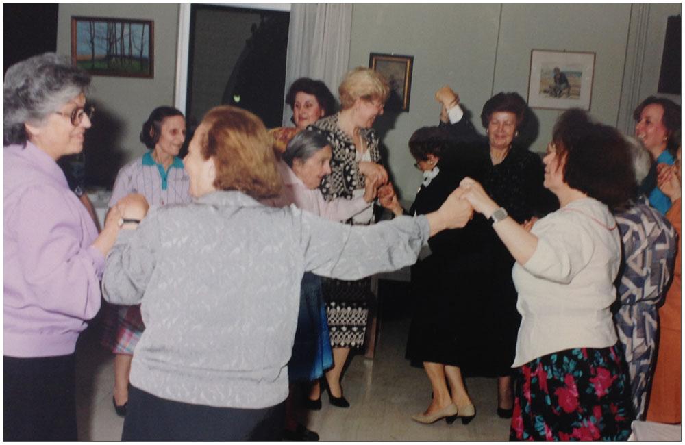 Οι γέροντες διασκέδασαν και θυμήθηκαν στιγμές από την νιότη τους χάρη στην Ε.ΓΥ.ΠΑ.::::The elders had fun, and remembered moments of youth all thanks to the Patras Women Union