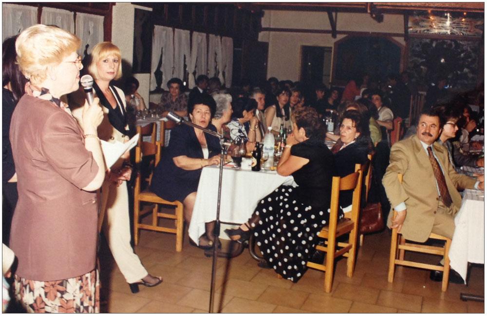 Κούλα Ρογδάκη, Λιολιώ Κολυπέρα και πλήθος κόσμου::::Koula Rogdaki, Liolio Kolipera and a big number of people
