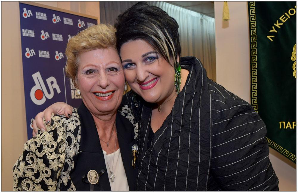 Ιδιαίτερη στιγμή ανάμεσα στην γνωστή Ιατρό και πρώην Αντιδήμαρχο κα Μαριάννα Σταματιάδου και την Πρόεδρο μας κα Άννα Μαρία Ρογδάκη:::: A special moment between the well-known Doctor and former deputy Mayor mrs. Mariana Stamatiadou and our President, mrs. Anna Maria Rogdaki