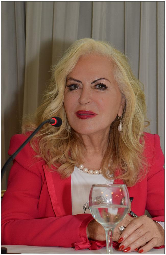 Η κα Ρία Πρίνου, ιέρεια της φυσικής ομορφιάς στην Ελλάδα::::Mrs Ria Prinou, priestess of naturl beauty in Greece