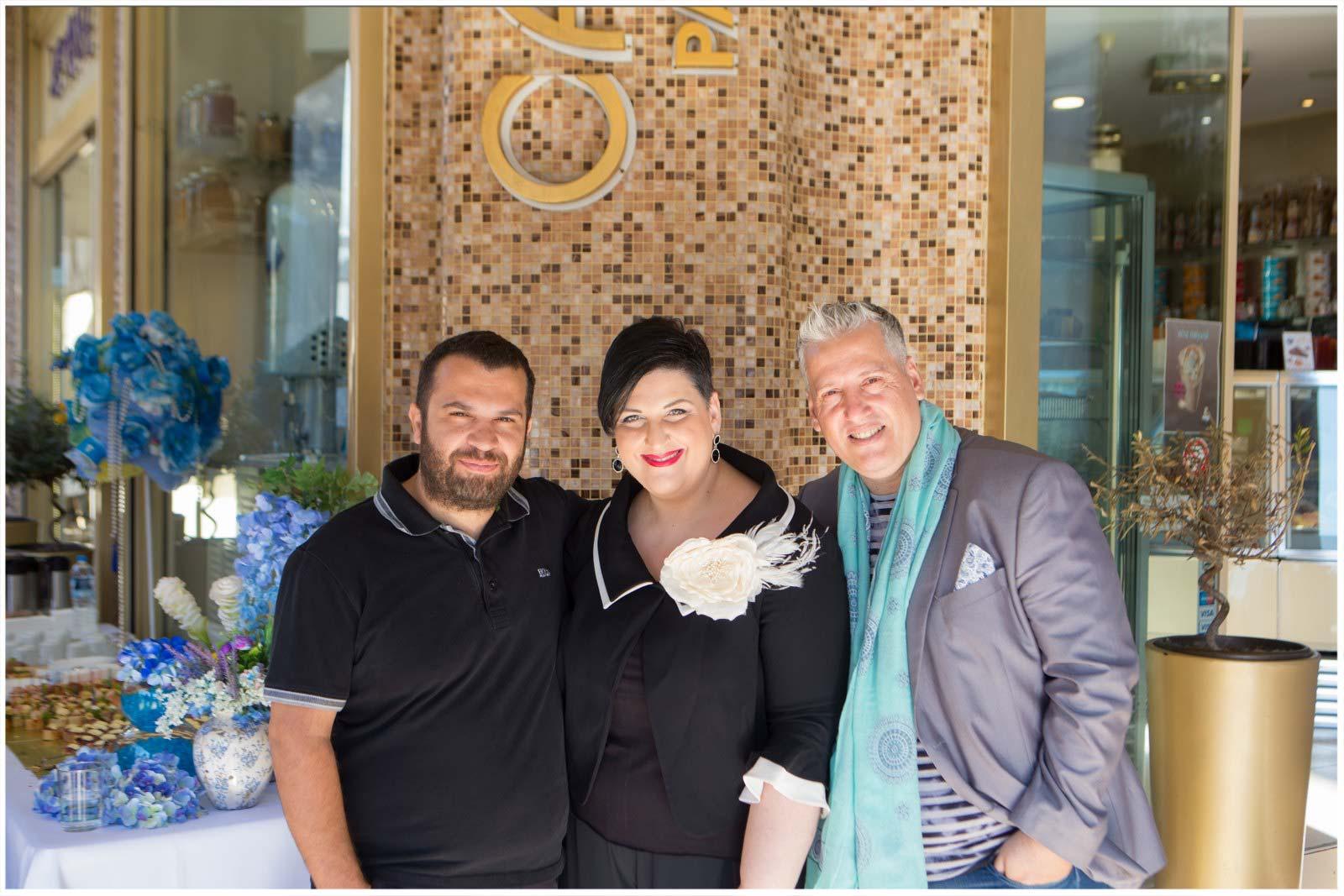 Ο Ιδιοκτήτης των Ζαχαροπλαστείων CARAVEL με την Άννα Μαρία Ρογδάκη και τον Γιώργο Διαμαντόπουλο